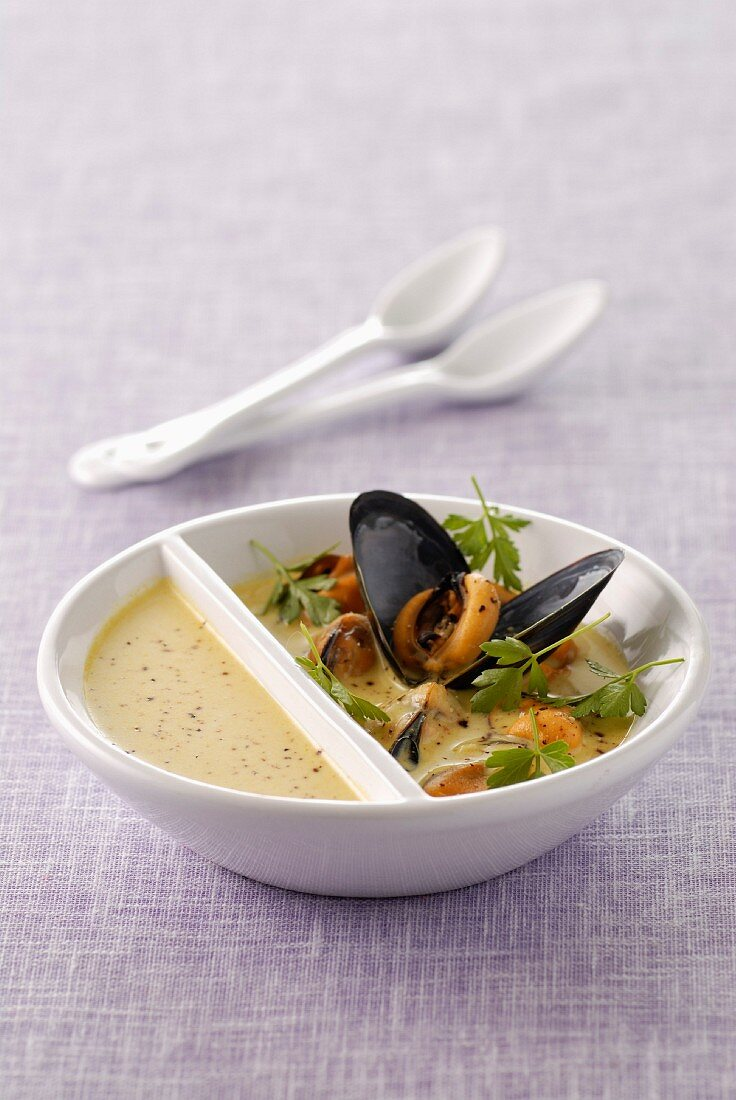 Mussel soup with colombo