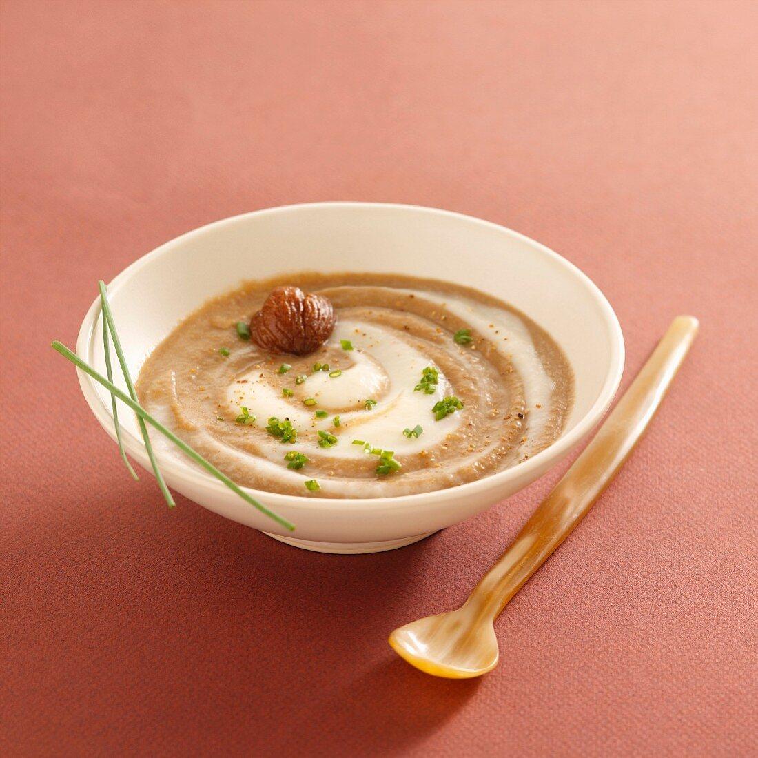 Cream of Jerusalem artichoke and chestnut soup