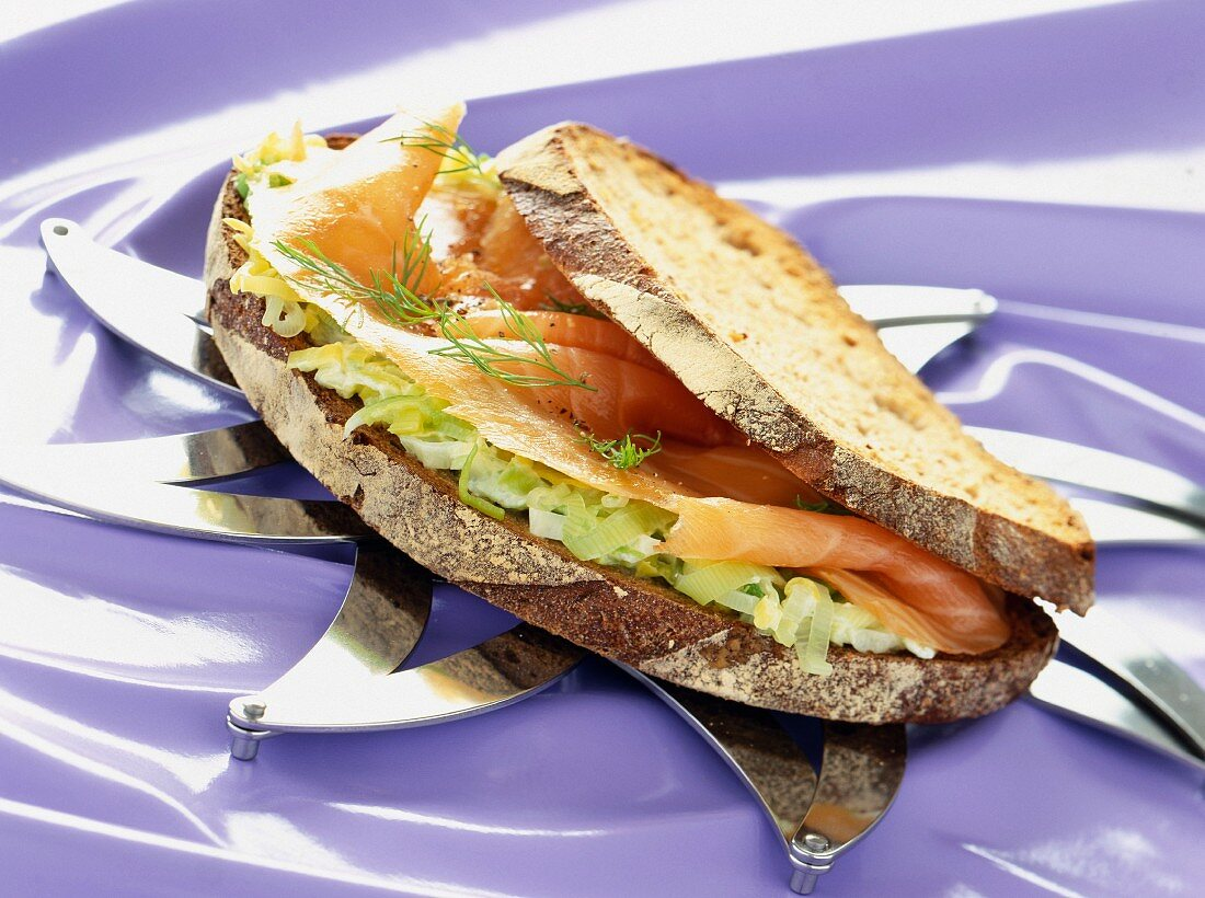 Norwegian sandwich with smoked salmon and a leek medley