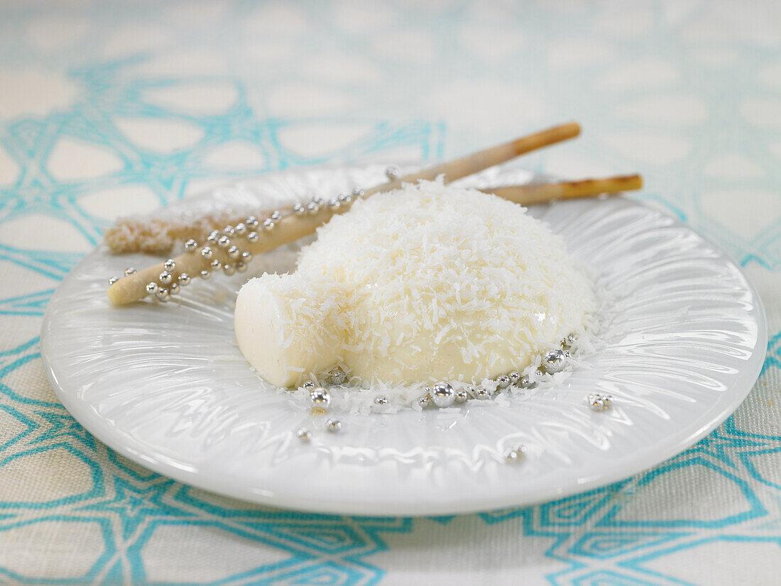 Igloo of cream and gelatin