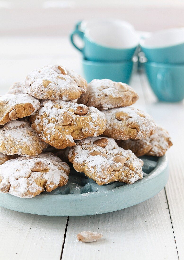 Almond butter and Ouzo cookies