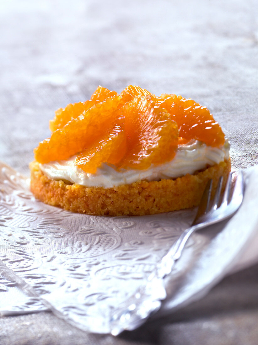 Mascarpone and clementine tartlet
