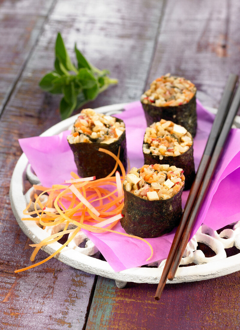 Wholemeal rice and smoked tofu Nori rolls