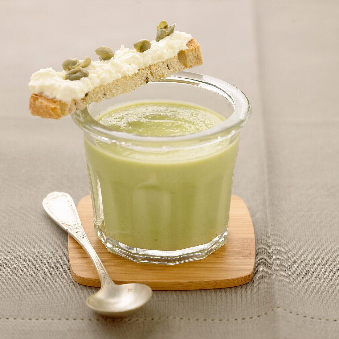 Chicory and avocado Gaspacho