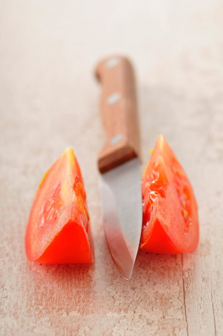 Sliced tomato and knife