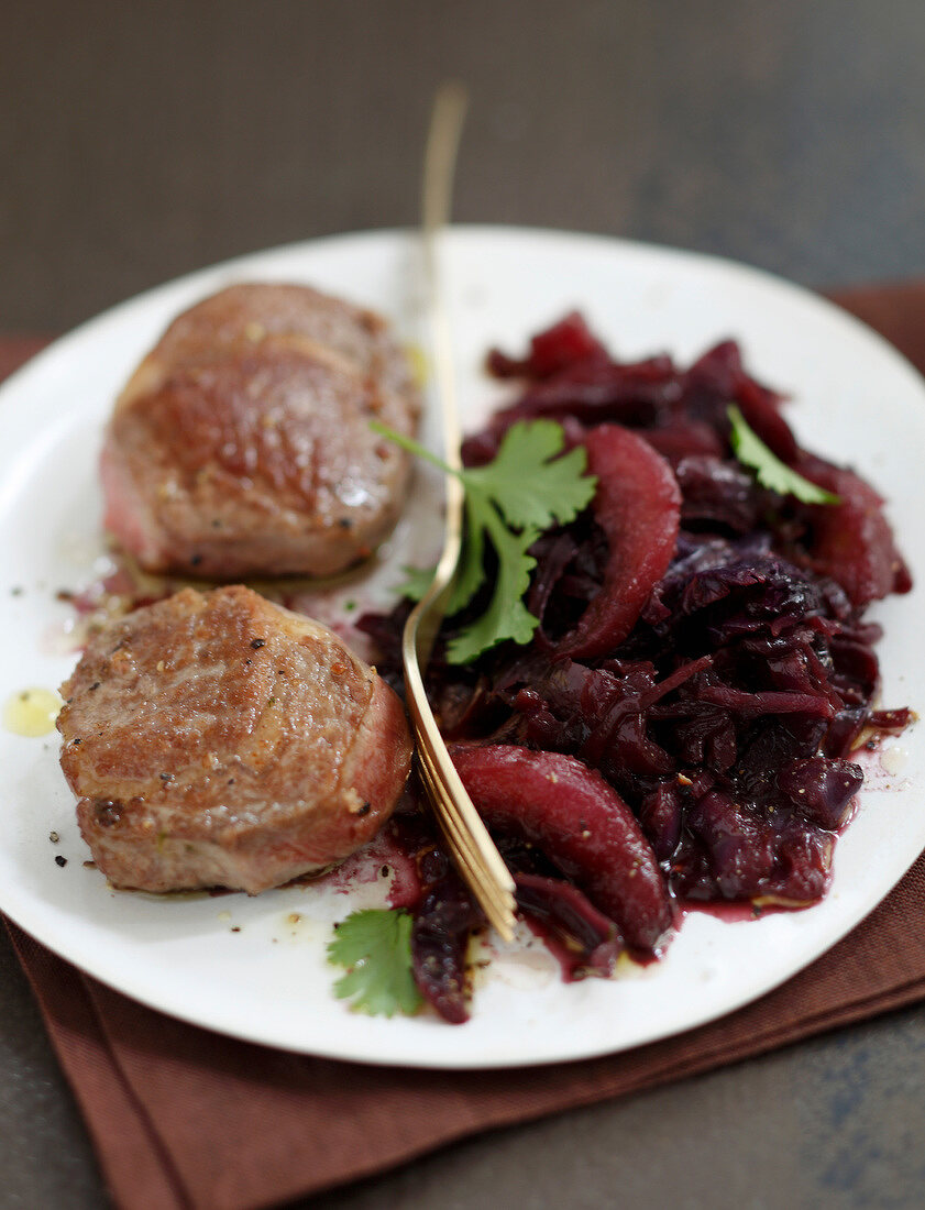 Lamb noisette fiilets with stewed red cabbage and pears