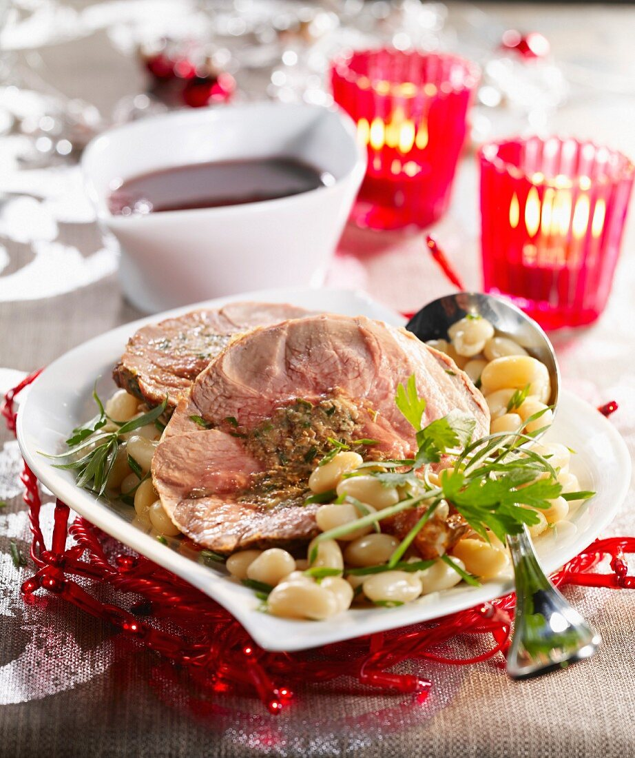 Roast leg of lamb with white haricot beans