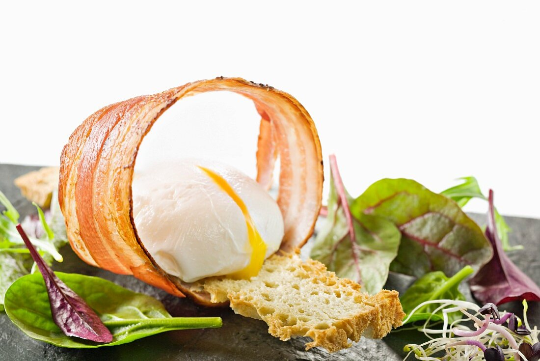 Revisited salad from Lyon with crisp streaky bacon and soft-boiled egg
