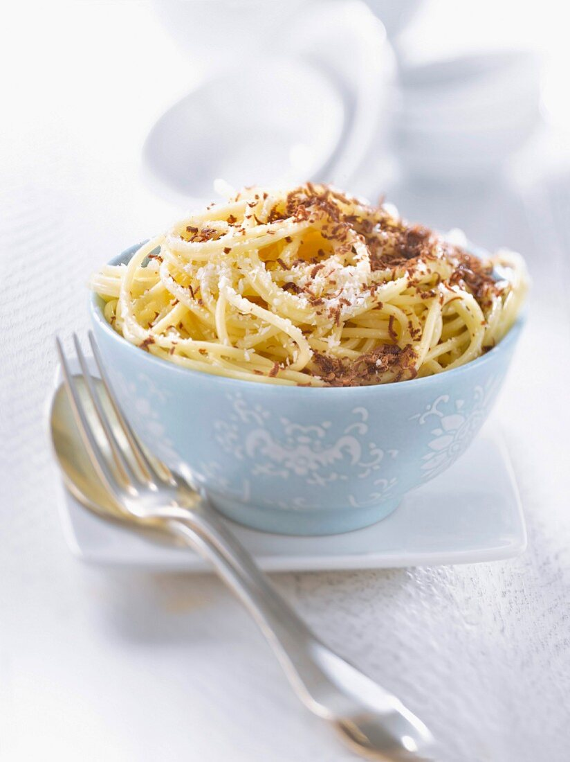 Spaghetti with chocolate flakes and powdered coconut
