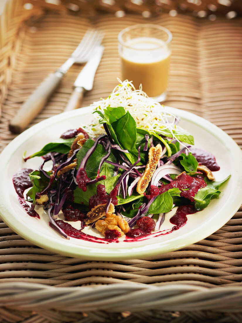 Organic red cabbage,dried fig,spinach and walnut salad