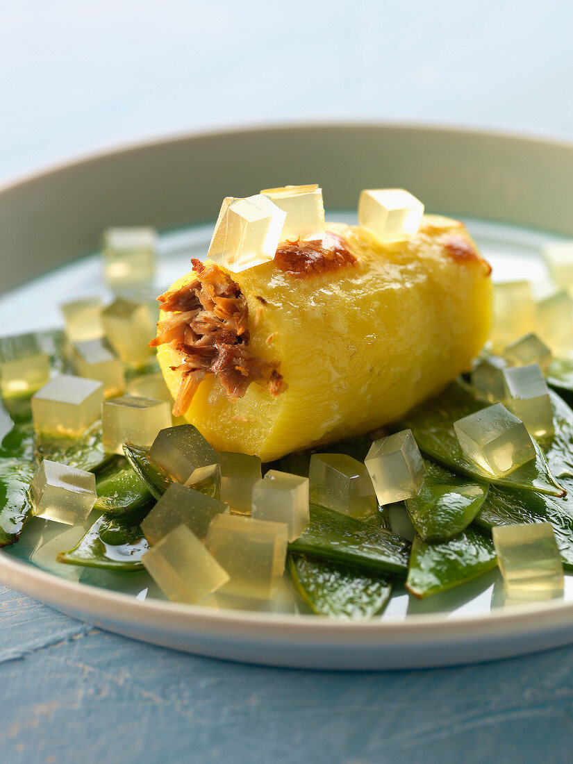Potato stuffed with duck, sugar peas and diced aspic
