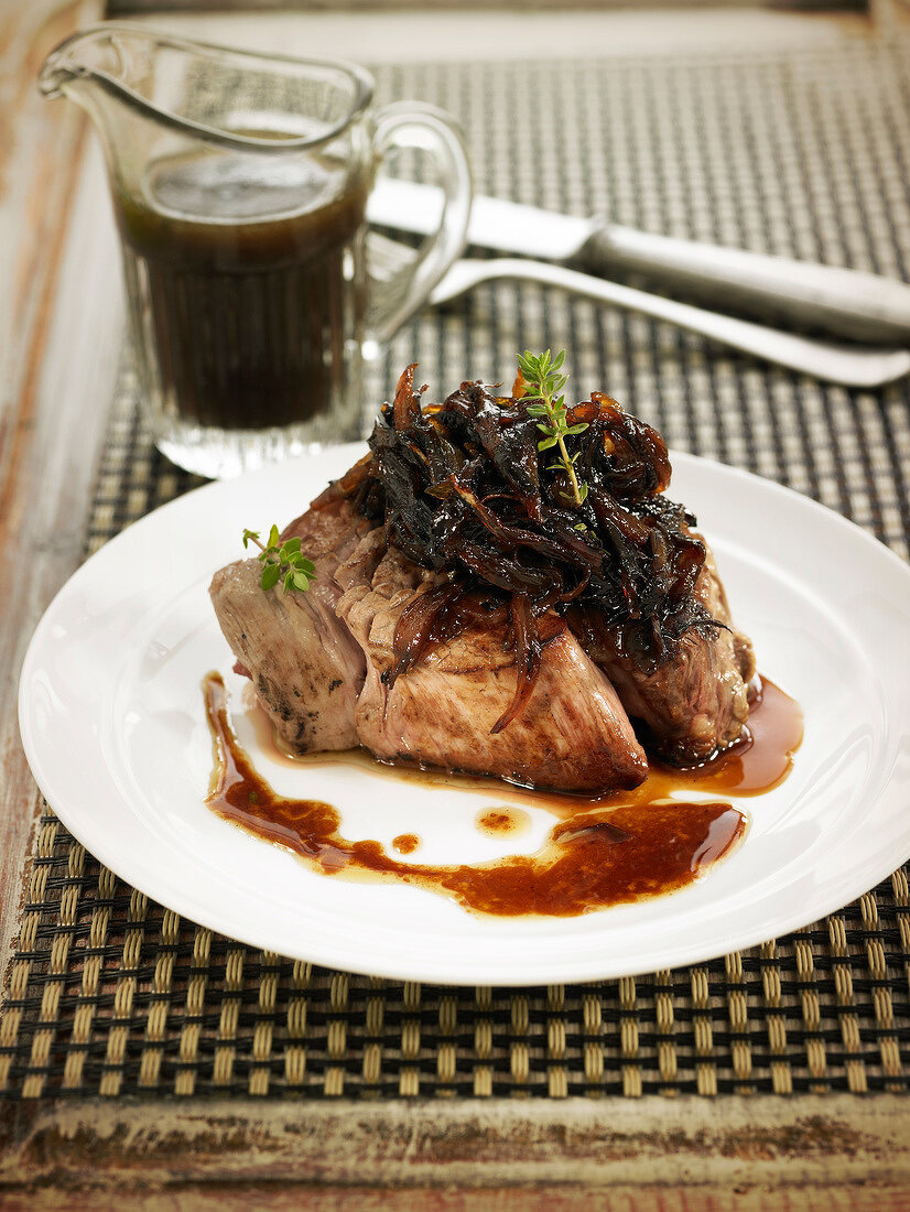 Fillet of veal with caramelized onions