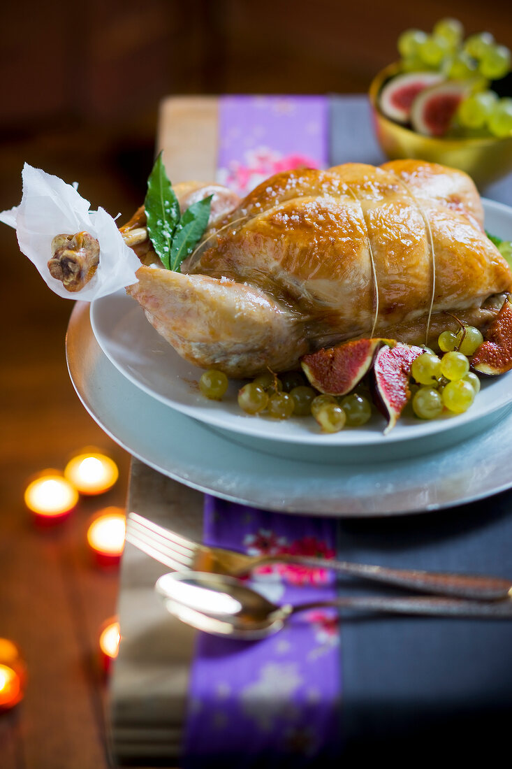 Roast duckling with figs and grapes