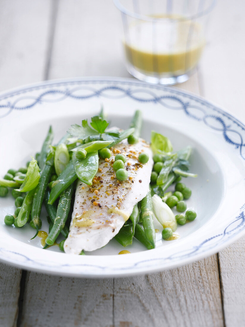 Hake fillet with green vegetables