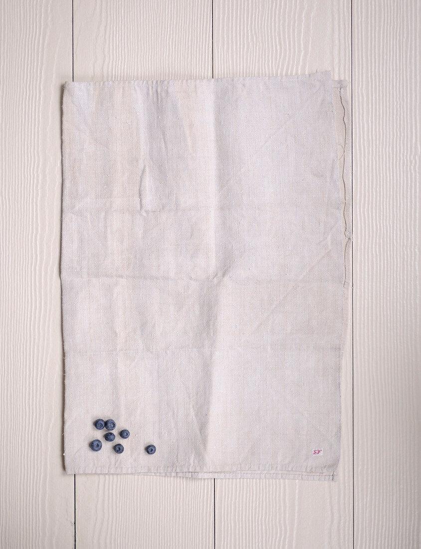 Heidelbeeren auf einem Tuch