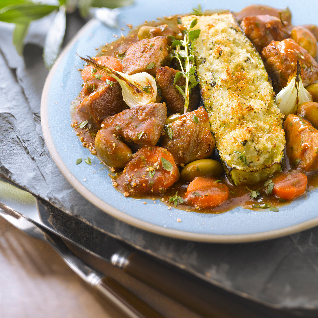 Lamb and olive stew and zucchinis stuffed with Brocciu