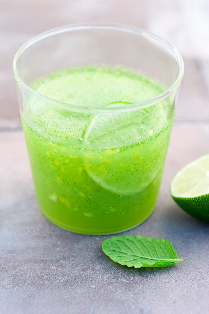 Mint,green tea and lime drink