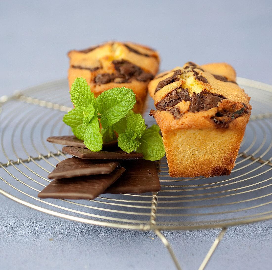Chocolate-mint mini cakes