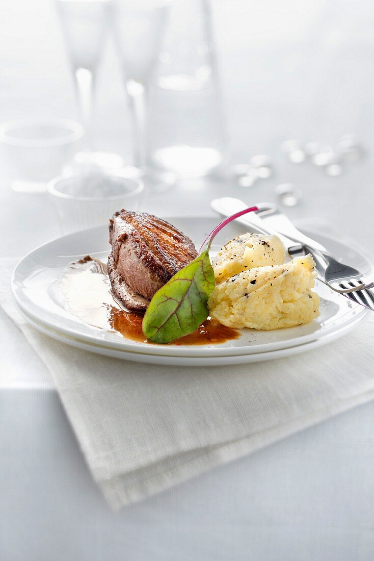 Duckling fillet and mashed potatoes with truffles