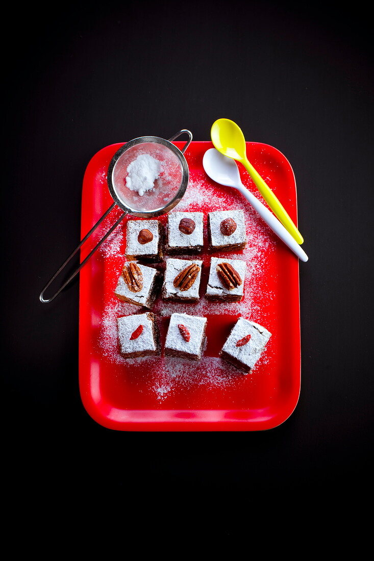 Spicy and nutty brownies sprinkled with icing sugar