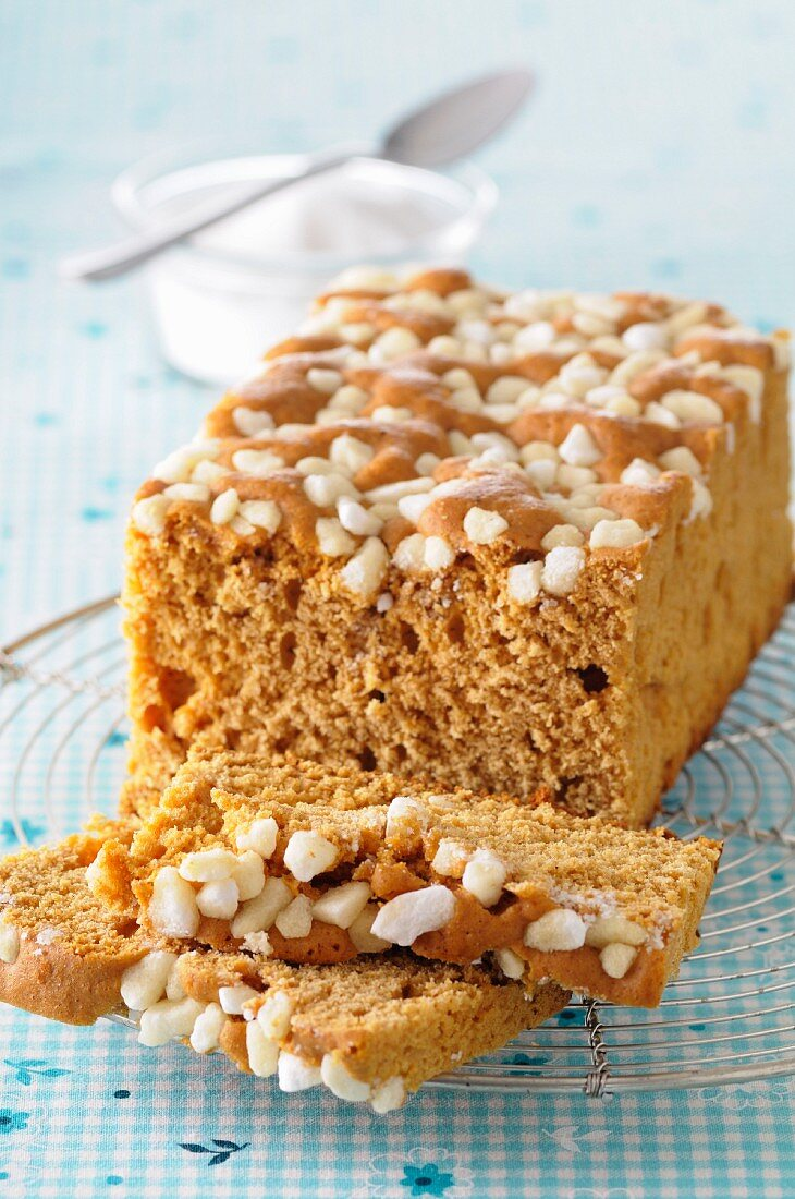 Gingerbread topped with sugar