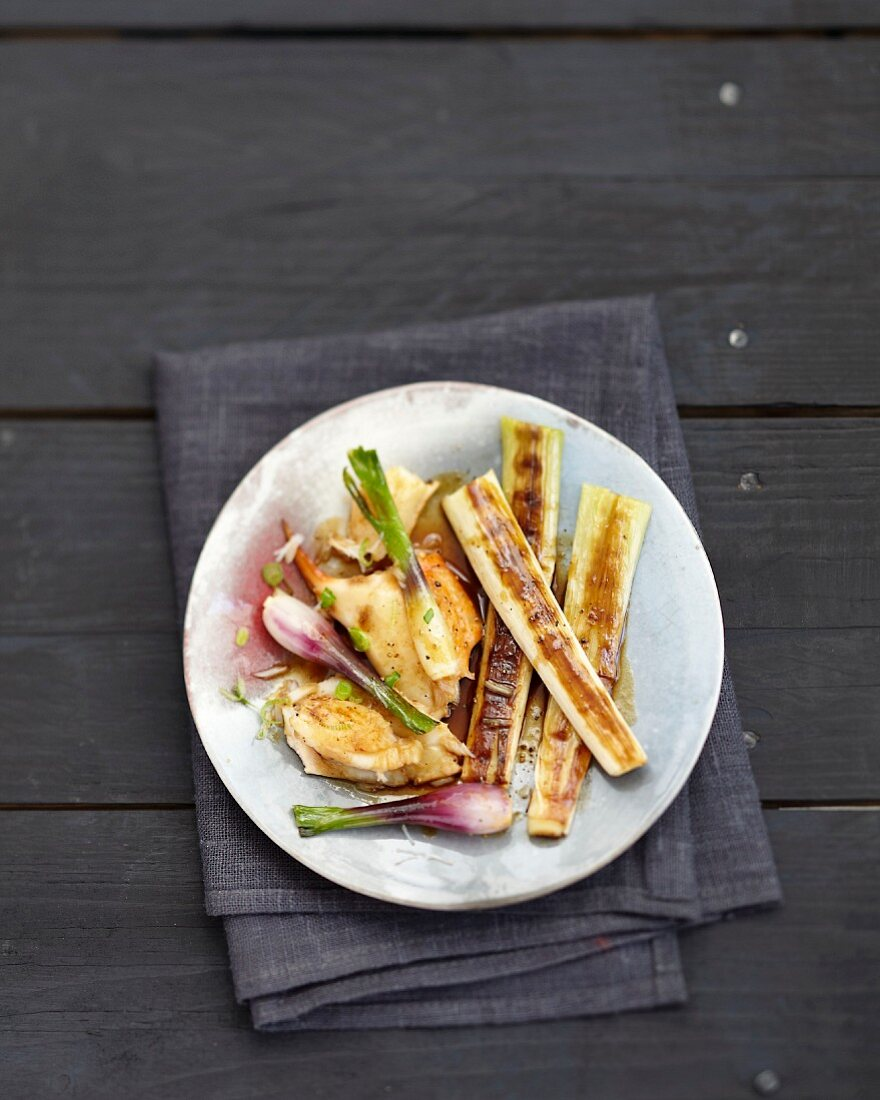 Grilled leek and crab pincer salad with soya sauce