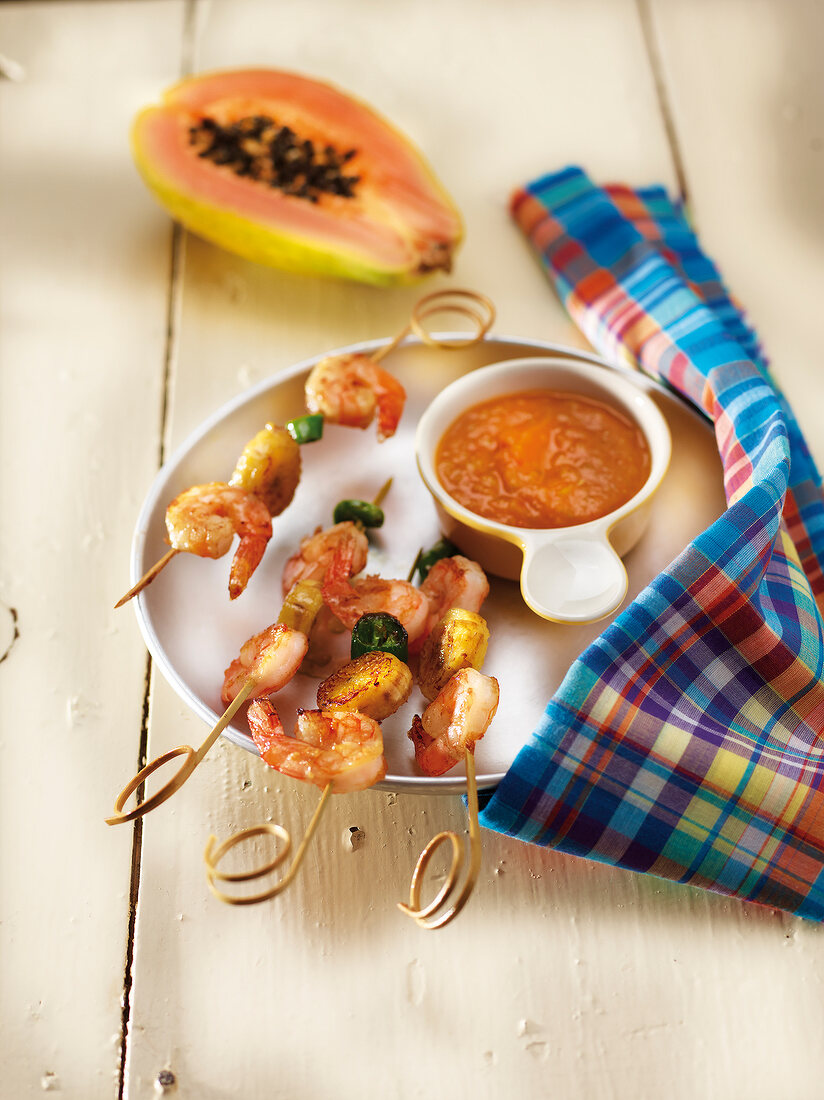 Shrimp and banana brochettes with papaya and red pepper Creole sauce
