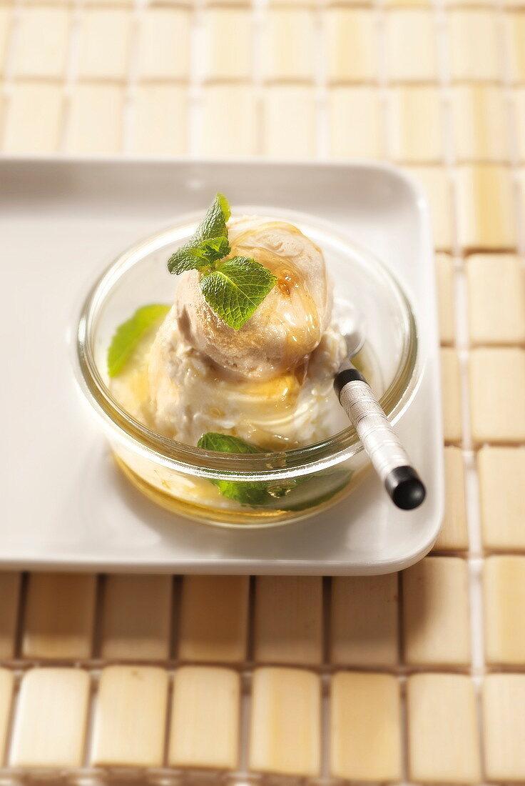 Faisselle with mint, vanilla ice cream and honey