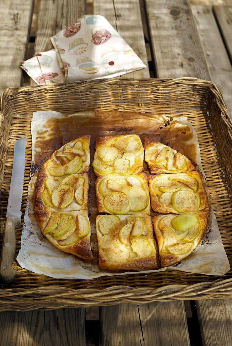 Flaky pastry apple pie
