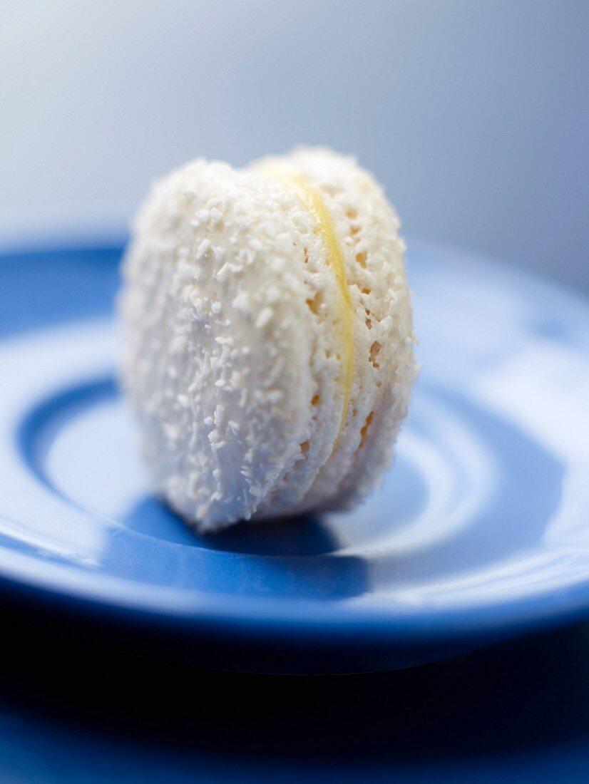 Coconut-passionfruit macroon