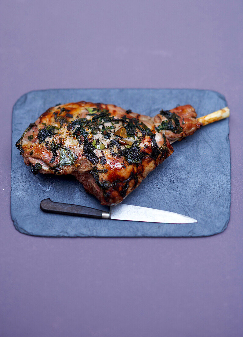 Roasted leg of lamb with bay leaf and mint