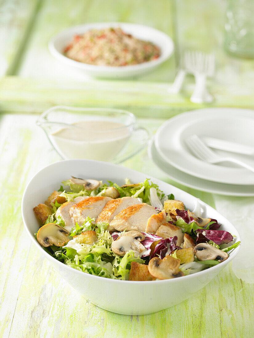 Caesar Salat mit Hähnchenbrust