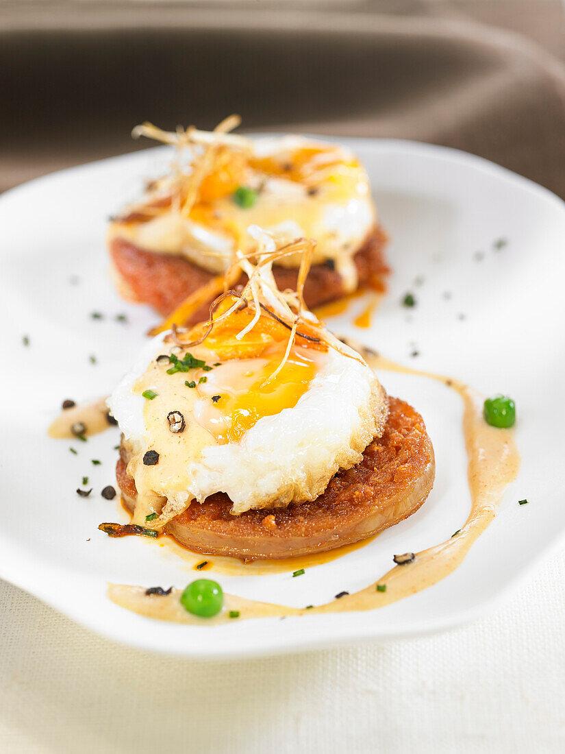 Soller style fried eggs à la sobrasada