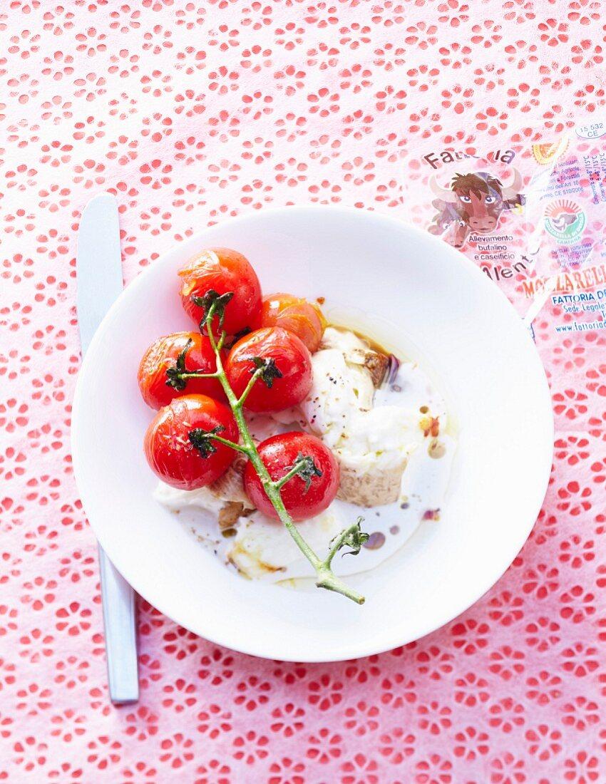 Roasted cherry tomatoes with mozzarella