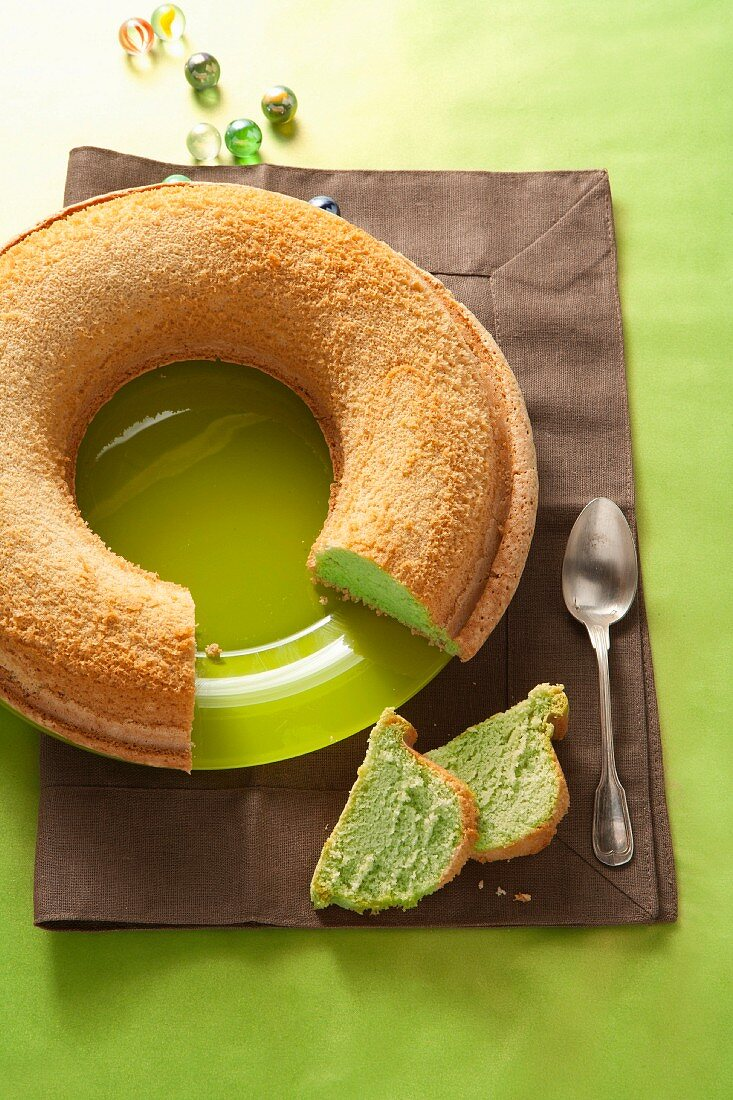 Wreath cake with green tea