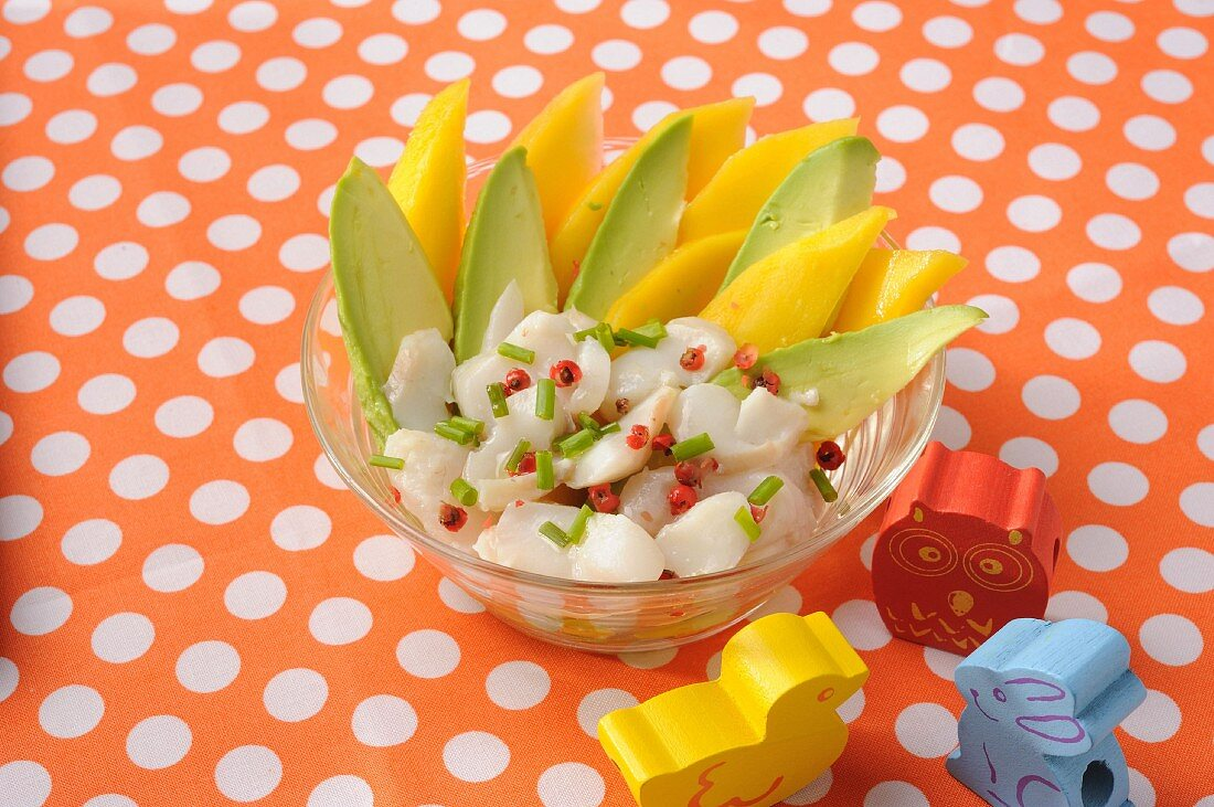Cod tatar with pink pepper, avocado and mango