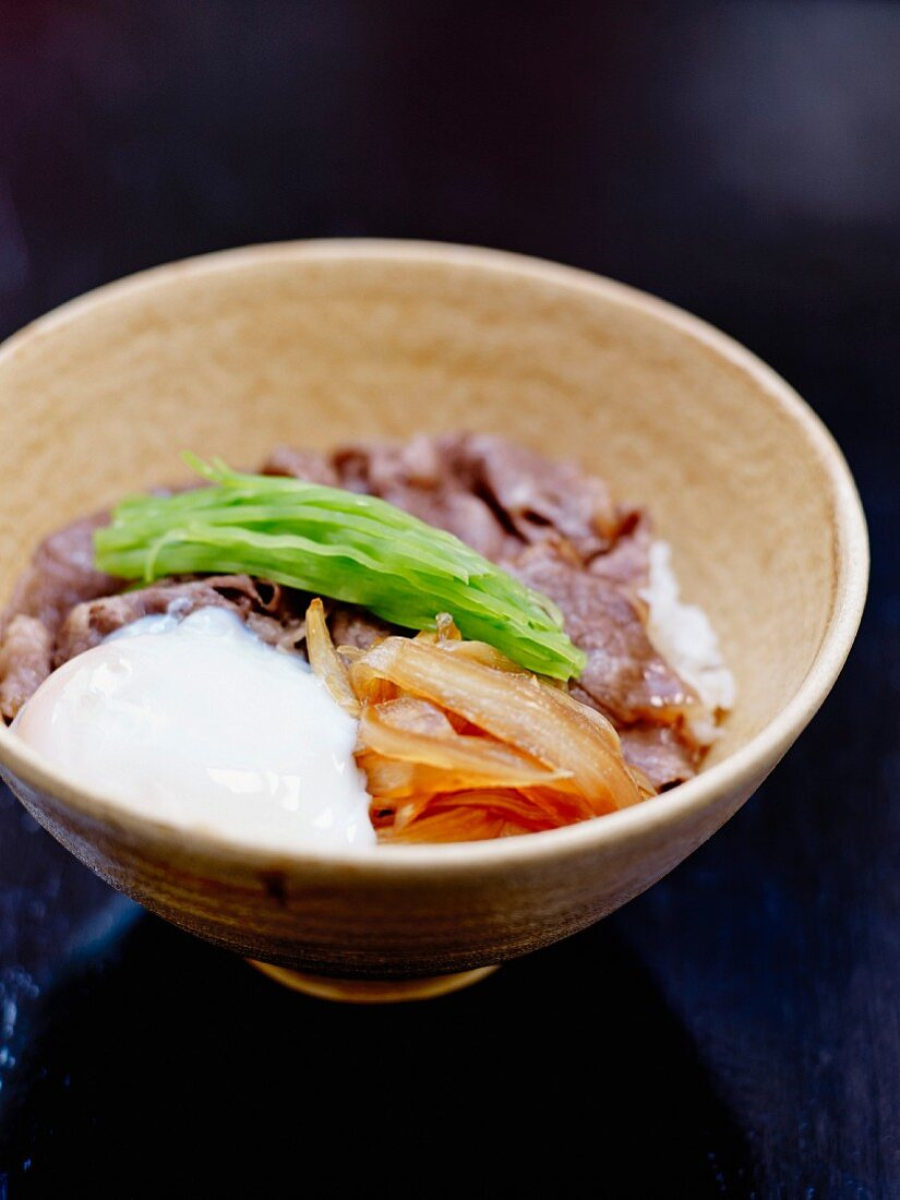 Sauteed beef Chirachi with pickled vegetables
