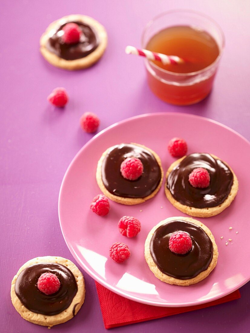 Chocolate-raspberry tartlets