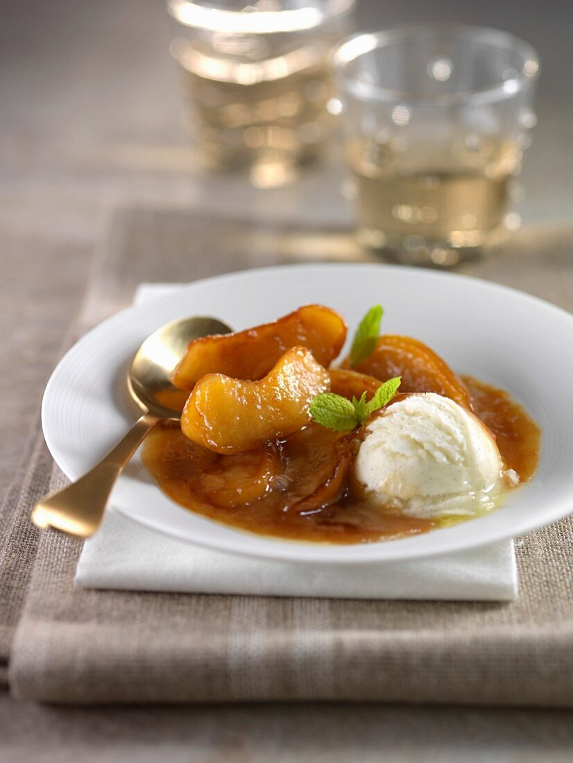 Apples caramelized with Calvados,vanilla sauce and ice cream