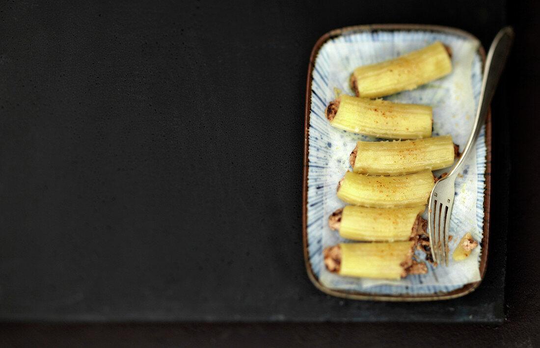 Gefüllte Rigatoni mit Brousse-Frischkäse und Oliven