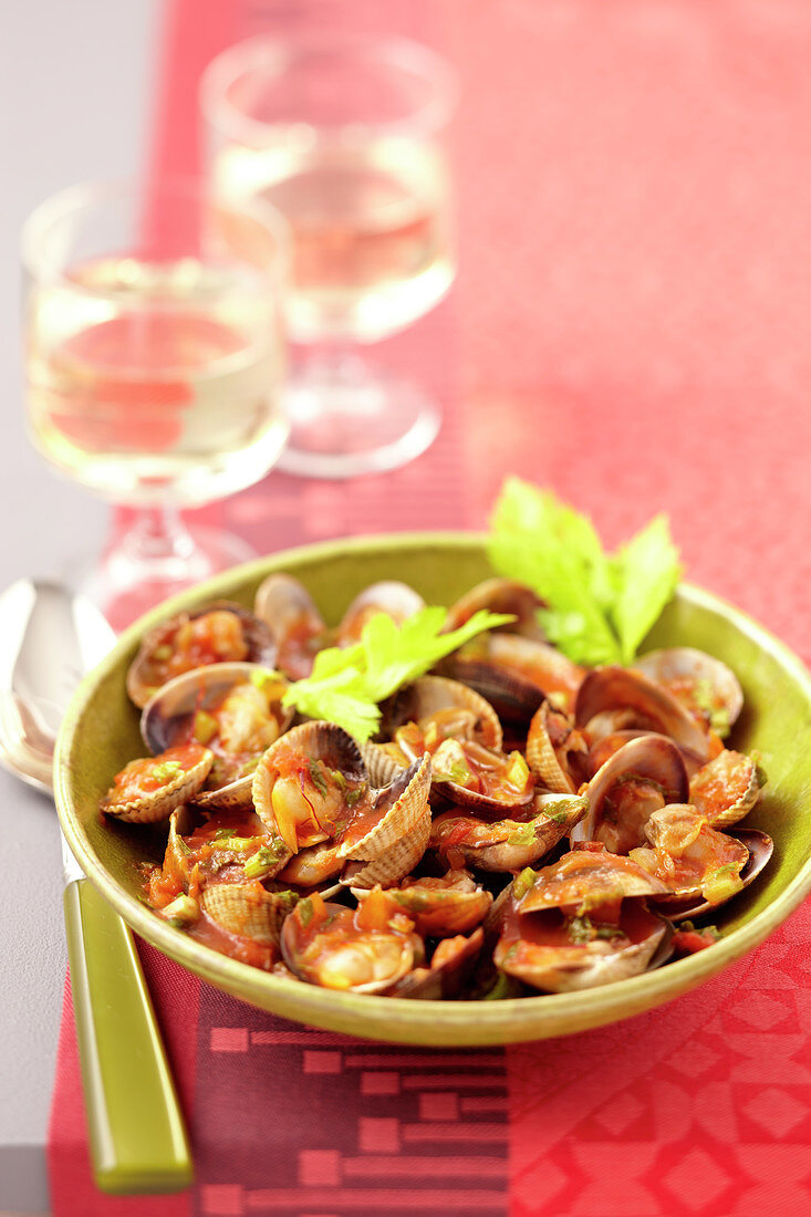 Clams with sweet wine and saffron