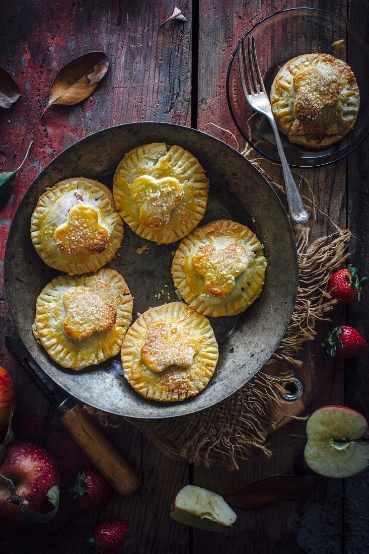 Apple and strawberry mini pies