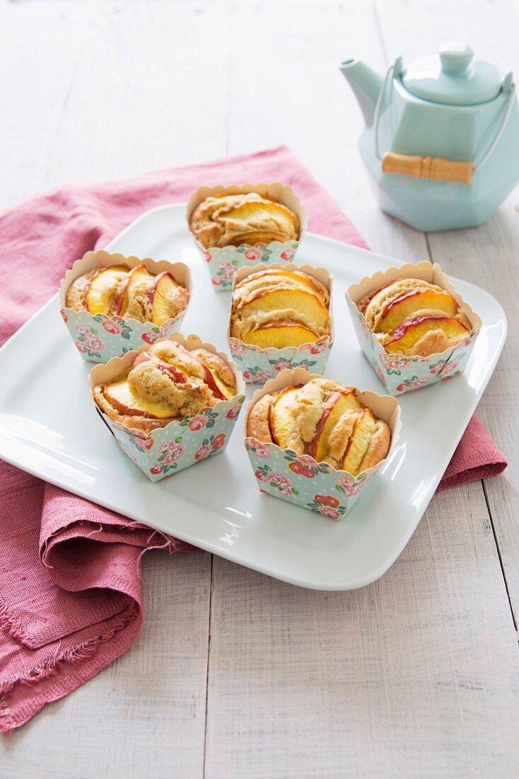 Nectarine and tonka bean small cakes