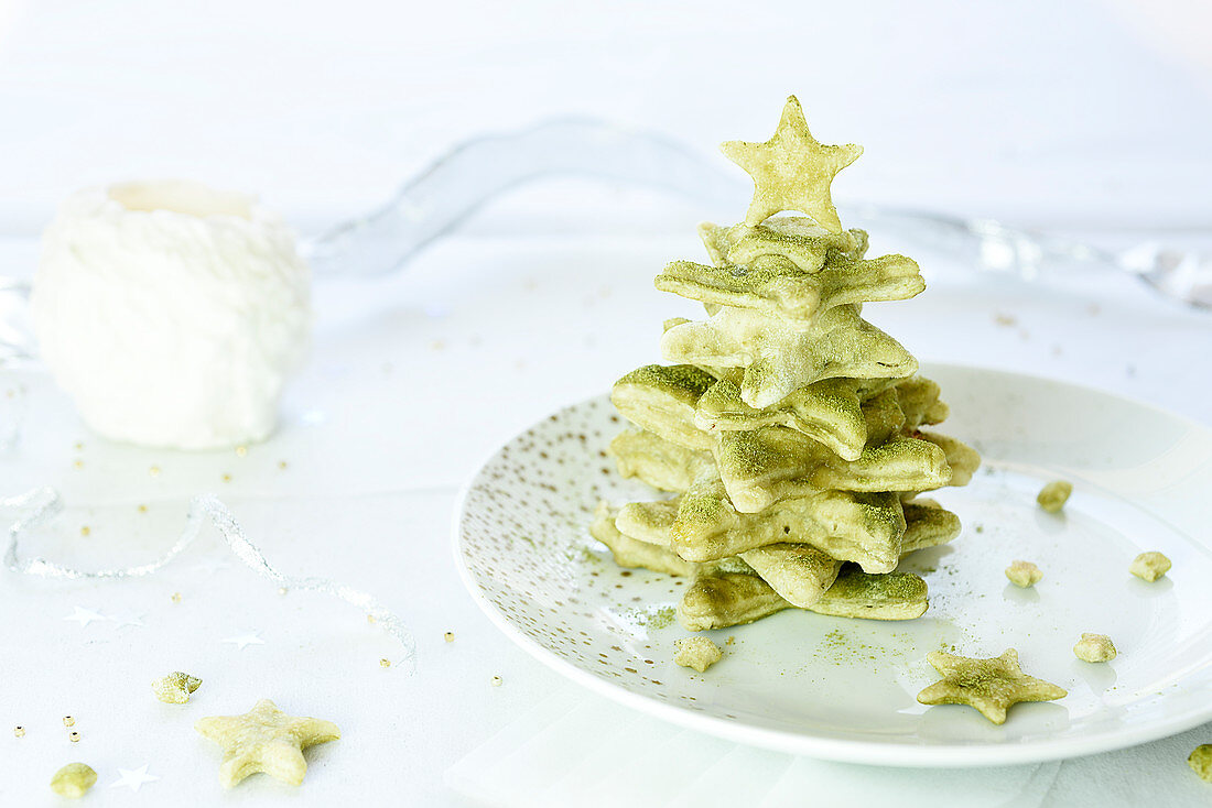 Matcha green tea Christmas stars stuffed with goat's cheese and confit zucchinis