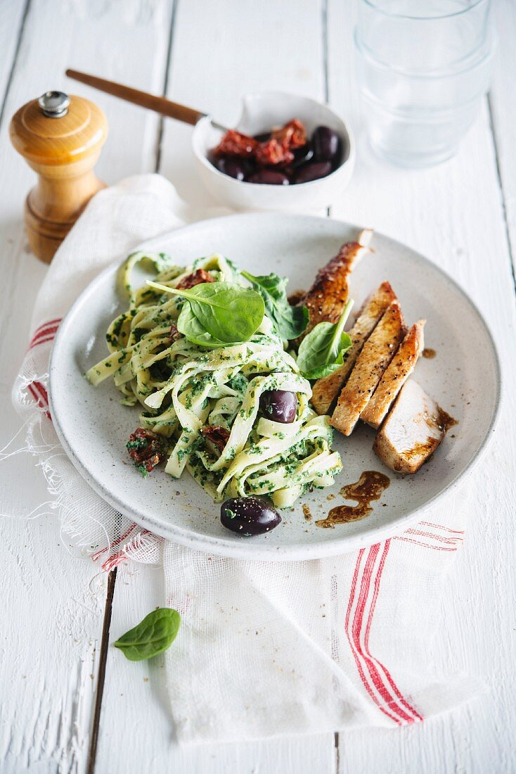 Tagliatelles with ricotta, spinach, sun-dried tomatoes and olives, roasted turkey breasts