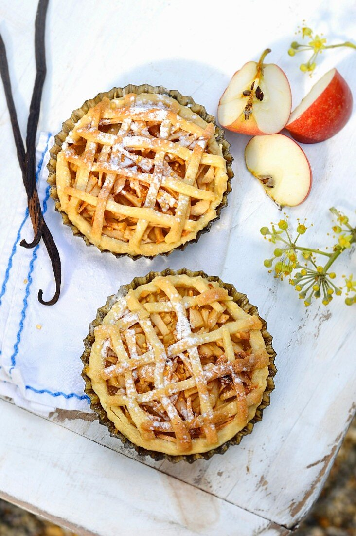Vanilla-flavored apple pie