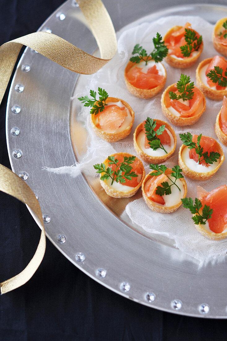 Smoked salmon and thick cream mini Croustades