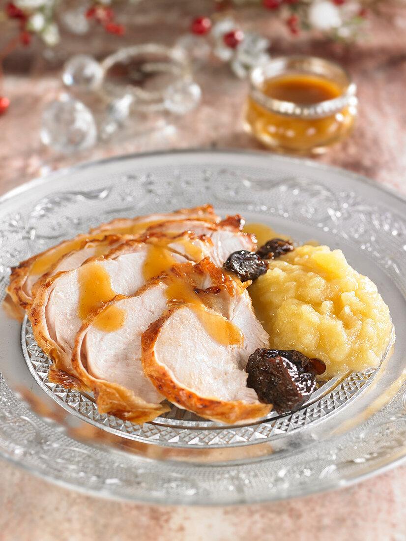 Roast turkey with prunes and apple sauce