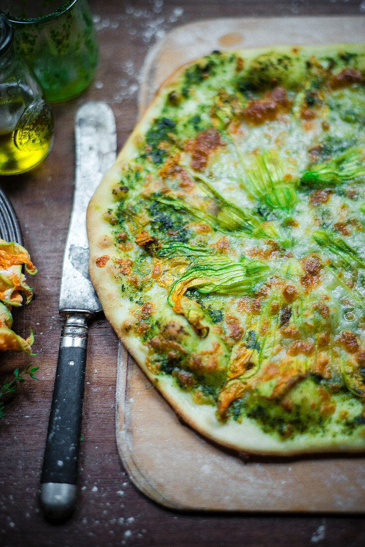 Pizza with pesto and zucchini flowers