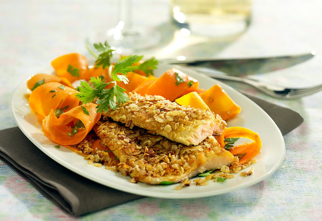 Trout fillet in oat flake crust, thinly striped carrots with parsley